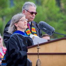 Margaret Bloch Qazi wins 2019 Carlson Award for Distinguished Teaching